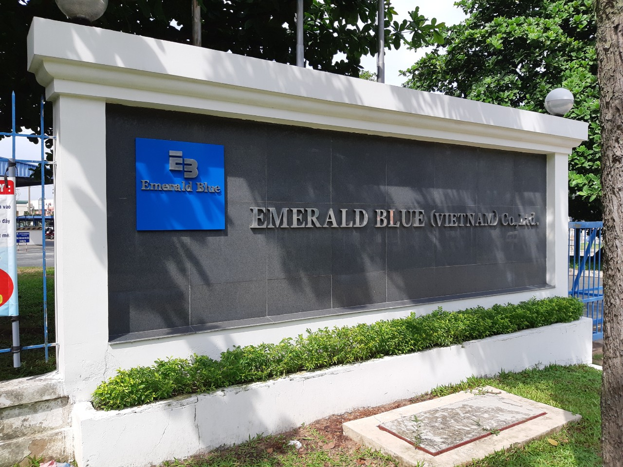 RENOVATION SURFACE OF FRONT AND RIRE OF OFFICE AT EMERALD BLUE